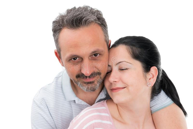 Portrait de plan rapproché d'étreindre de couples photos libres de droits