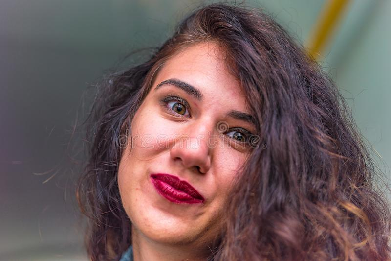 Portrait de plan rapproché d'une jeune fille caucasienne image stock