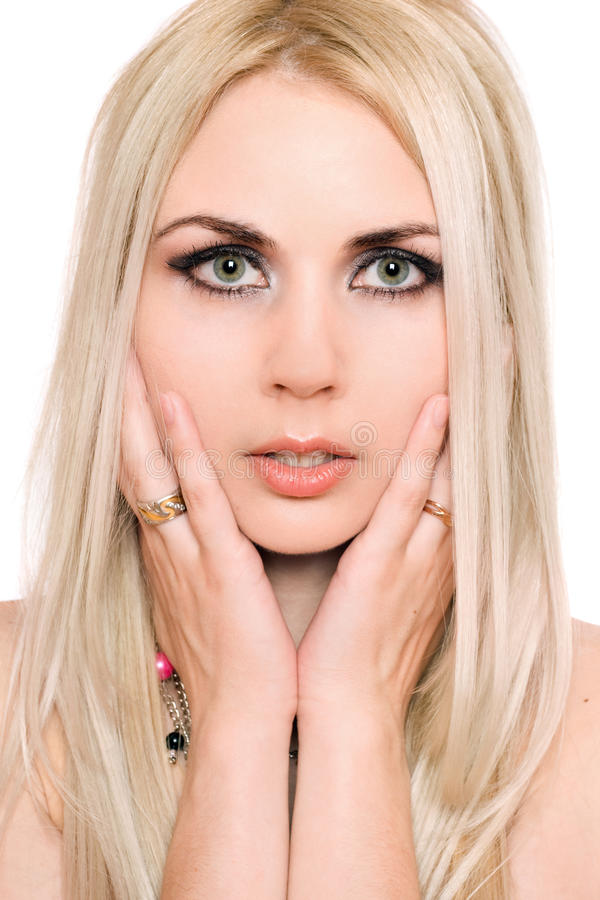 Portrait de plan rapproché de belle jeune blonde. D'isolement image stock