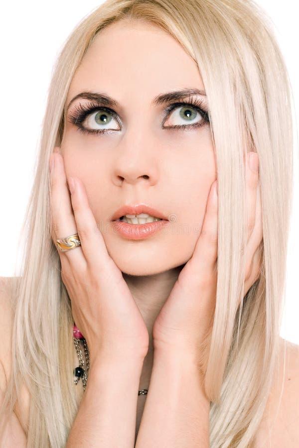 Portrait de plan rapproché de jeune blonde. D'isolement images stock
