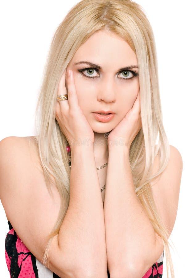 Portrait de plan rapproché de jeune blonde passionnée D'isolement photos stock