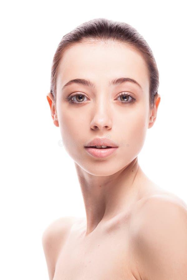 Portrait de plan rapproché de femme beautyful avec la peau fraîche propre photos stock