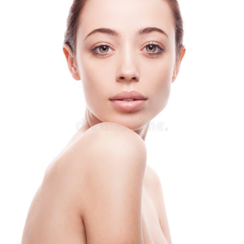 Portrait de plan rapproché de jeune femme avec la peau fraîche propre photographie stock