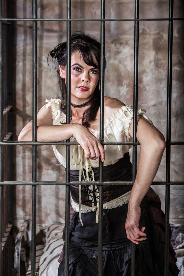 Portrait de prisonnier féminin photographie stock libre de droits