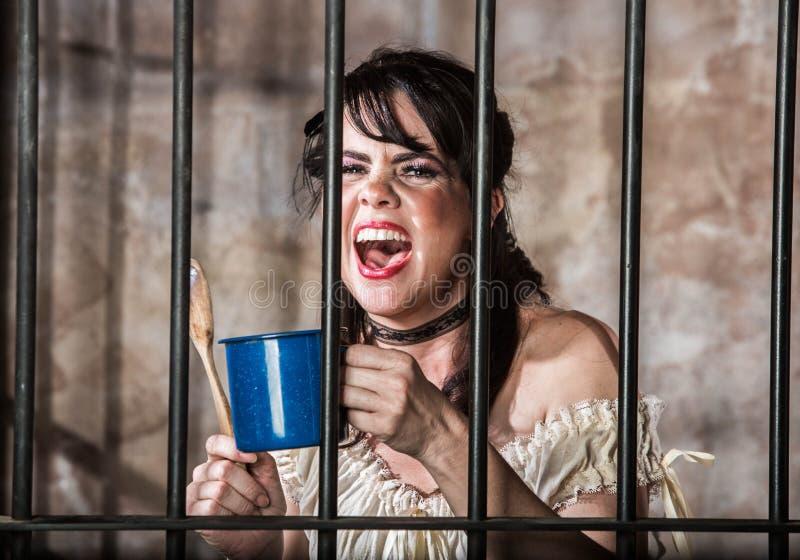 Portrait de prisonnier féminin criard image stock