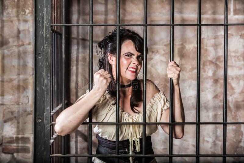 Portrait de prisonnier féminin ricanant images libres de droits