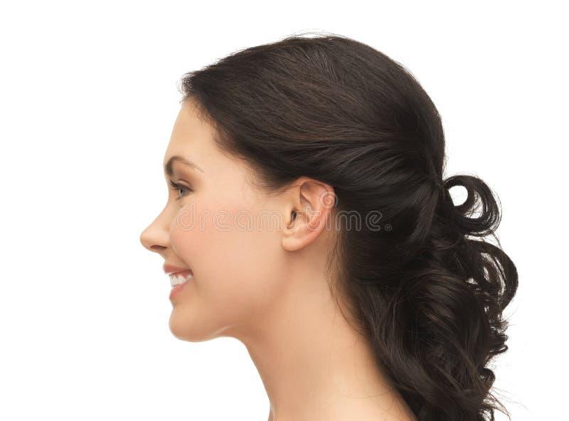 Portrait de profil de jeune femme de sourire image stock