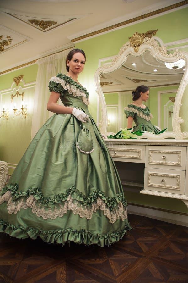 Portrait de rétro femme baroque de mode photographie stock