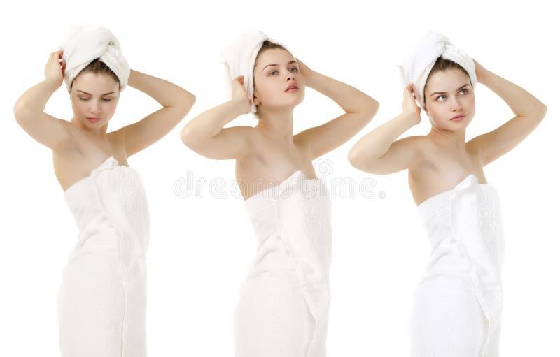 Portrait de remorquage blanc de port de femme fraîche et belle de brune images stock
