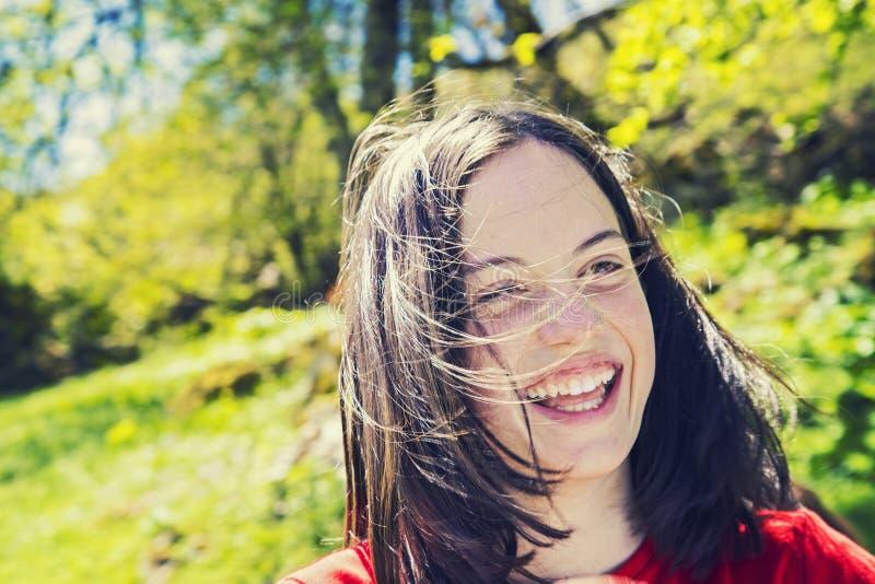 Portrait de rire d'adolescente image stock