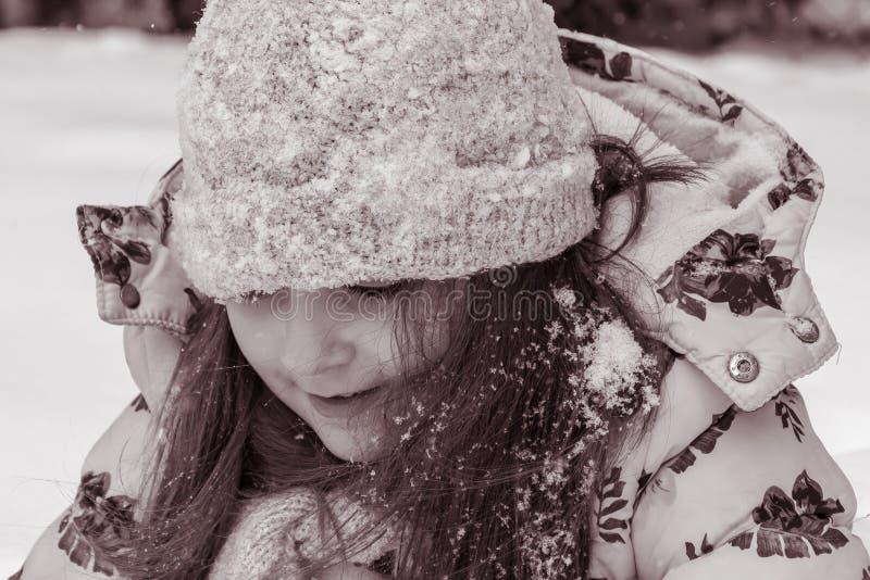 Portrait de rue de fille d'hiver photos libres de droits