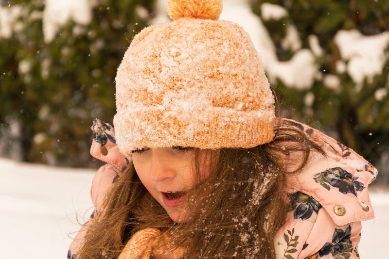 Portrait de rue de fille d'hiver images libres de droits