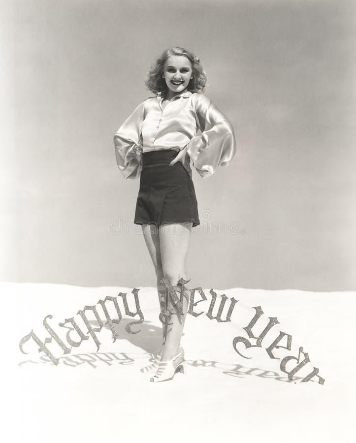 Portrait de signe se tenant prêt de sourire de bonne année de femme image libre de droits