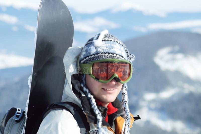Portrait de snowboardr dans les montagnes images libres de droits