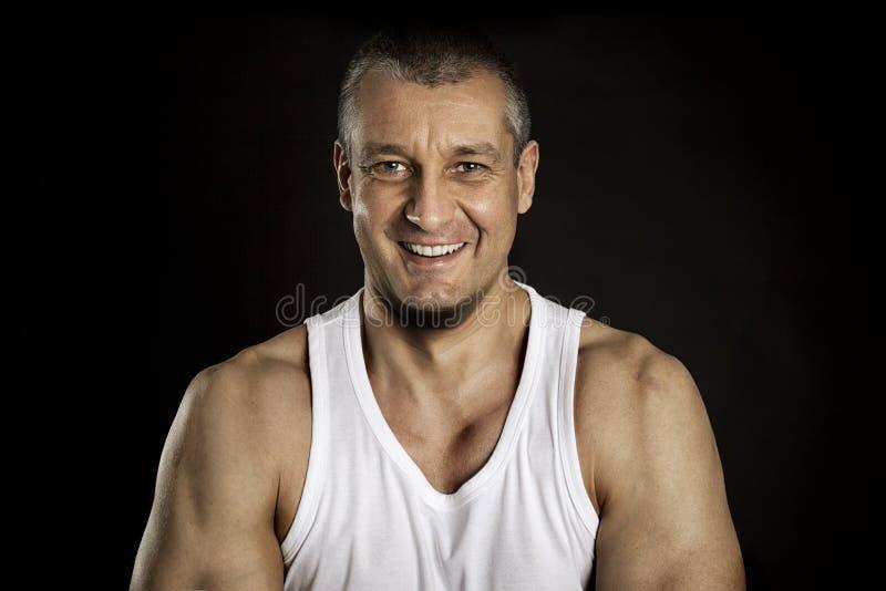 Portrait de sourire foncé d'homme photo stock