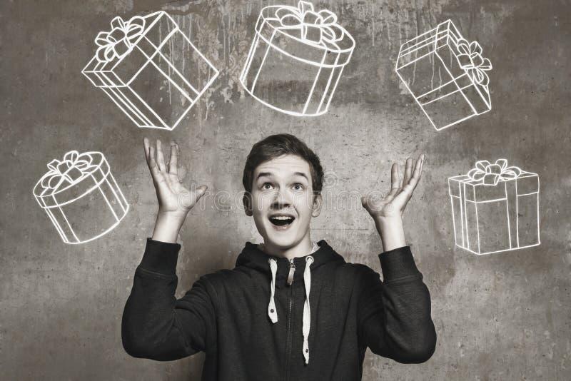 Portrait de studio d'un garçon d'adolescent Émotions d'une personne, attendant photos stock