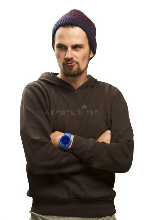 Portrait de studio d'un jeune homme heureux beau dans le chapeau sur le fond blanc avec l'espace de copie photo stock