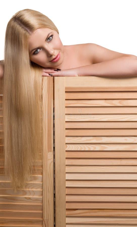 Portrait de studio de belle fille blonde photographie stock
