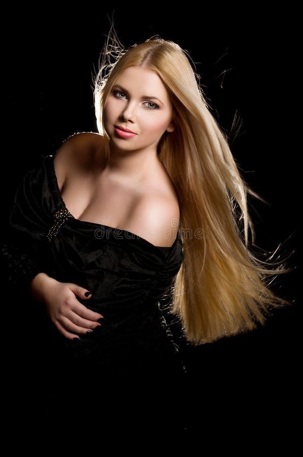 Portrait de studio de belle fille blonde photo libre de droits