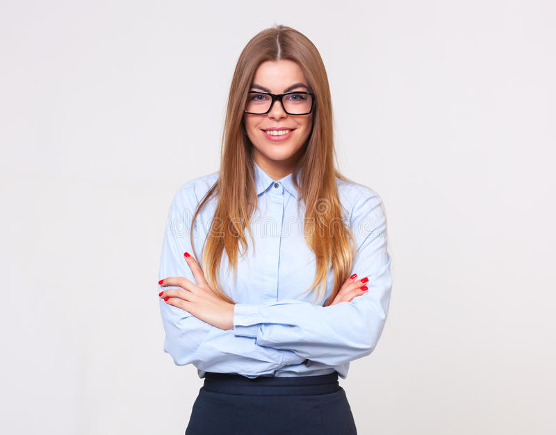 Portrait de studio de belle jeune femme d'affaires sur le backg gris photo libre de droits
