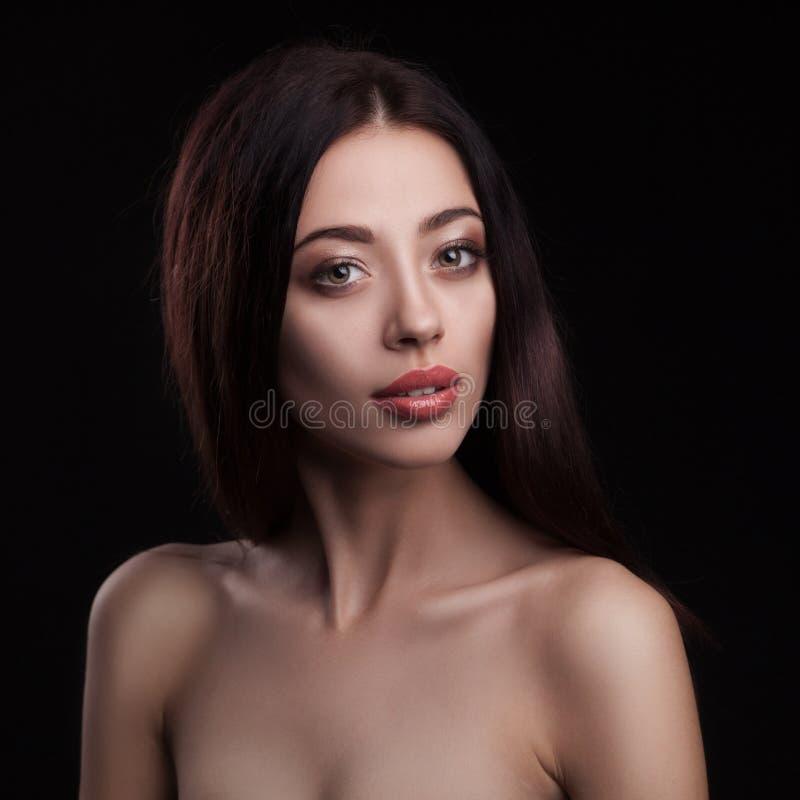 Portrait de studio de plan rapproché de femme de beauté photo libre de droits