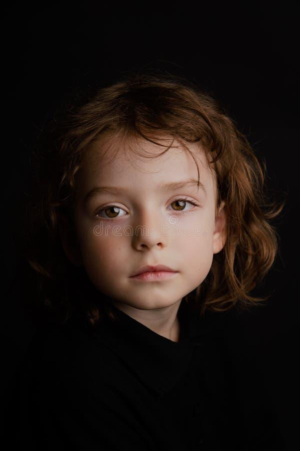 portrait an de studio du garçon 5 image libre de droits