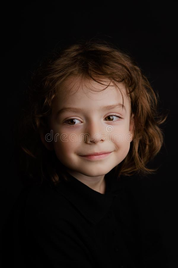 portrait an de studio du garçon 5 photo libre de droits