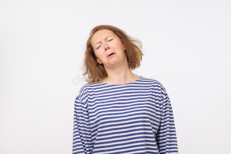 Portrait de studio de femme triste Échouer pour effectuer le travail important image libre de droits