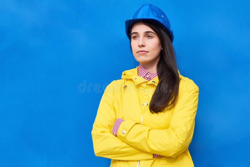 Portrait de technicien songeur images libres de droits