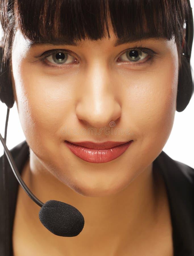 Portrait de travailleur féminin de sourire de téléphone de support à la clientèle, au-dessus de W photos stock