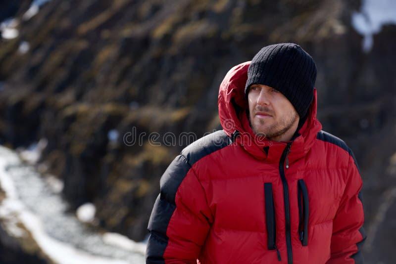 Portrait de trekking d'homme d'aventure photo stock