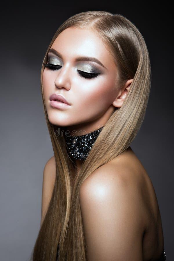 Portrait de visage de femme de beauté Beau Girl modèle avec la peau propre fraîche parfaite photos stock