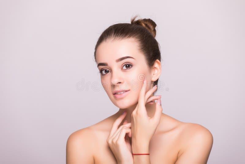 Portrait de visage de femme de beauté Belle fille de modèle de station thermale avec la peau propre fraîche parfaite Appareil-pho images stock