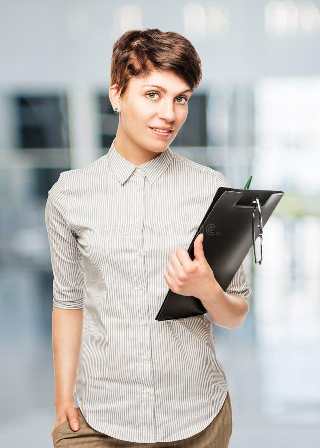 Portrait der überzeugten Geschäftsfrau stockfoto