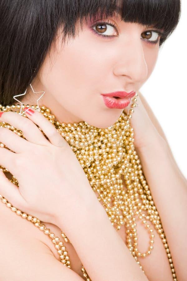 Portrait der Art und Weisefrau mit Goldhalskette lizenzfreies stockbild