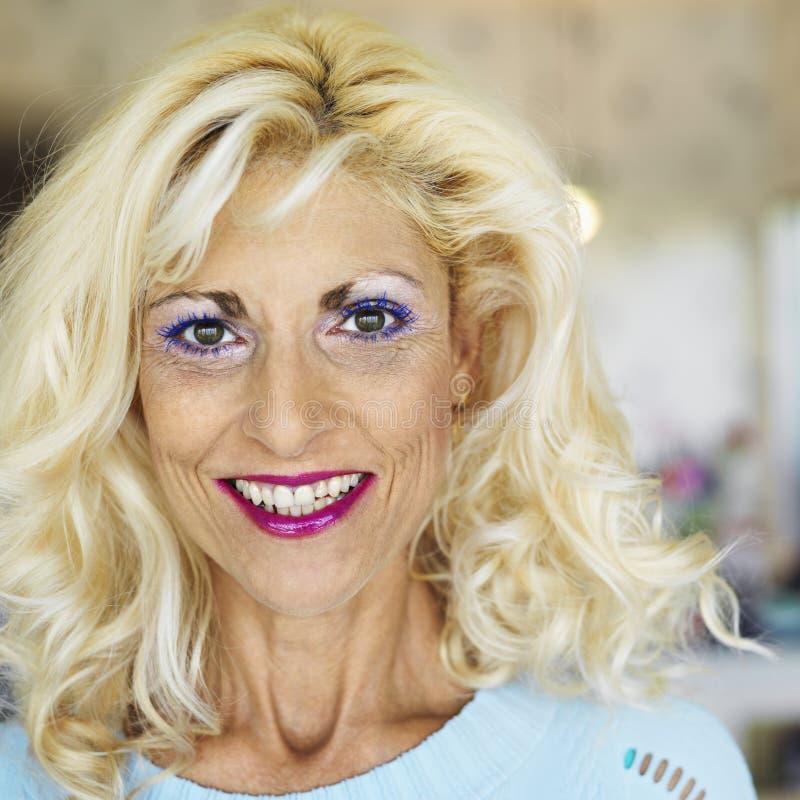 Portrait der blonden Frau. stockfotografie