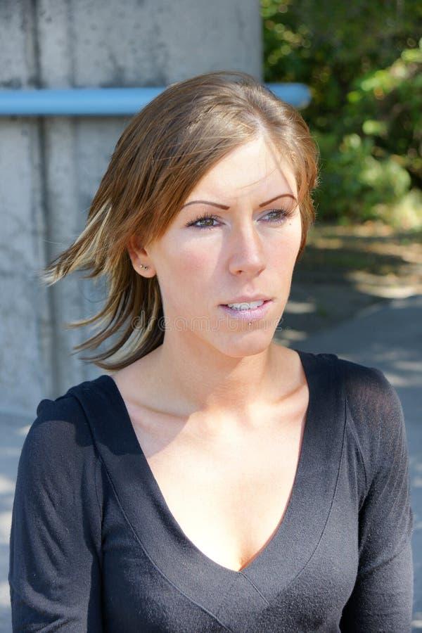Portrait der Brunettefrau lizenzfreie stockfotos