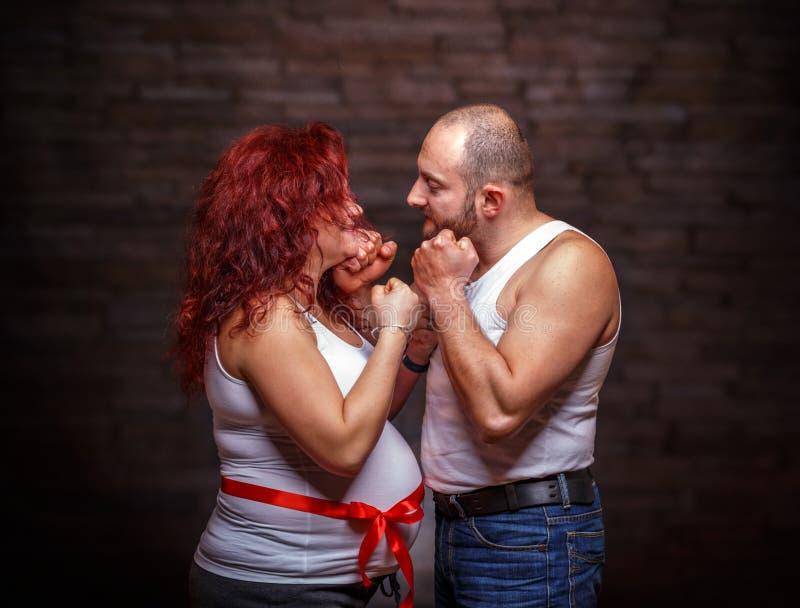 Portrait der Erwartung der Paare stockfoto