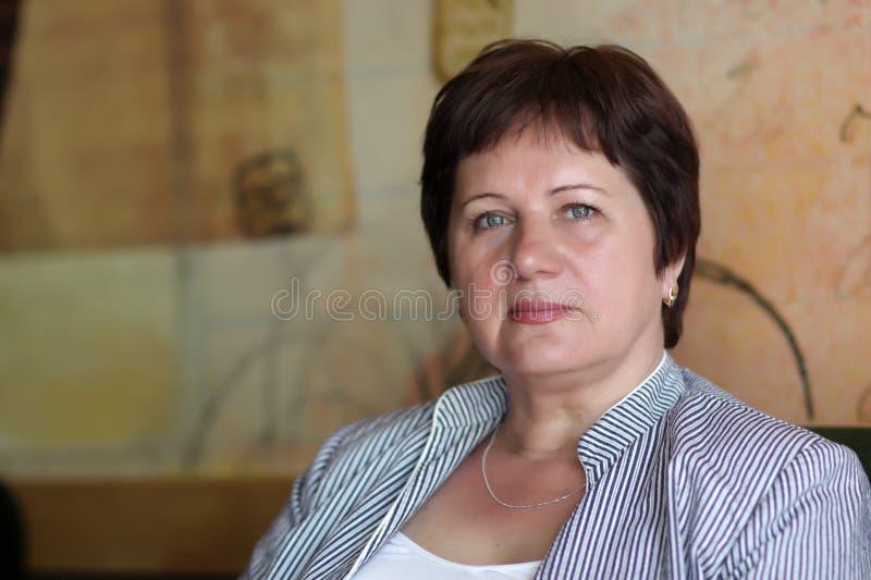 Portrait der fälligen Frau stockfotos