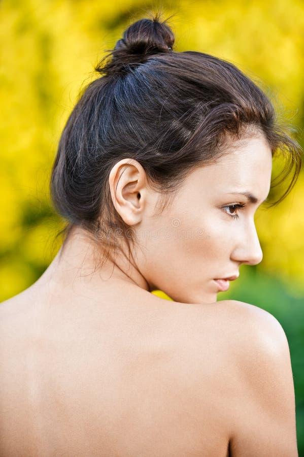 Portrait Der Frau Im Profil Stockfoto - Bild von schulter