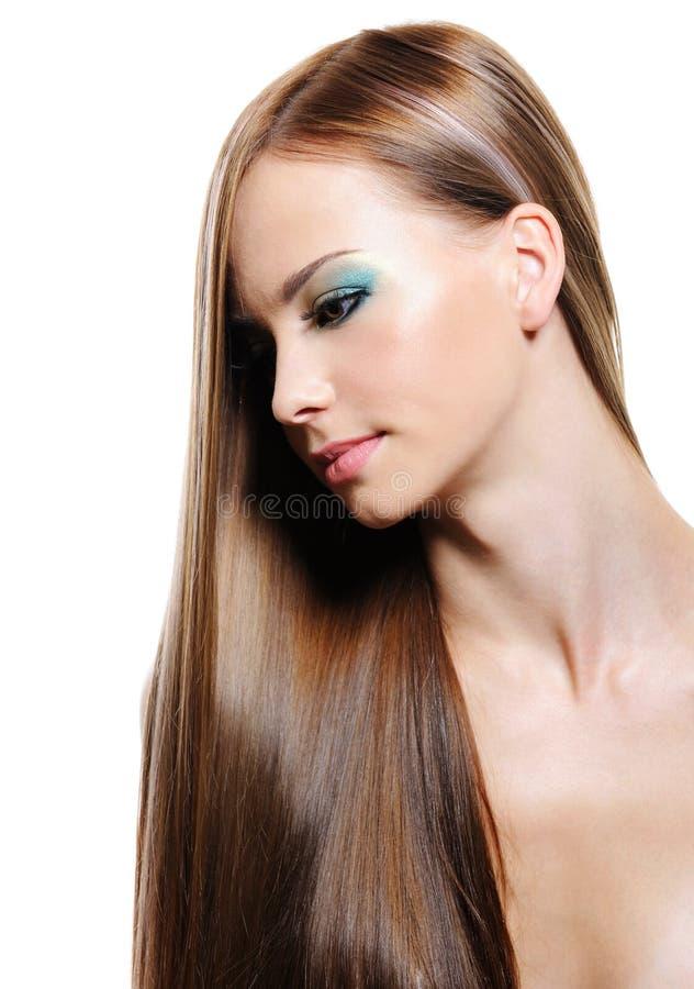 Portrait der Frau mit dem langen Haar der Schönheit lizenzfreie stockbilder