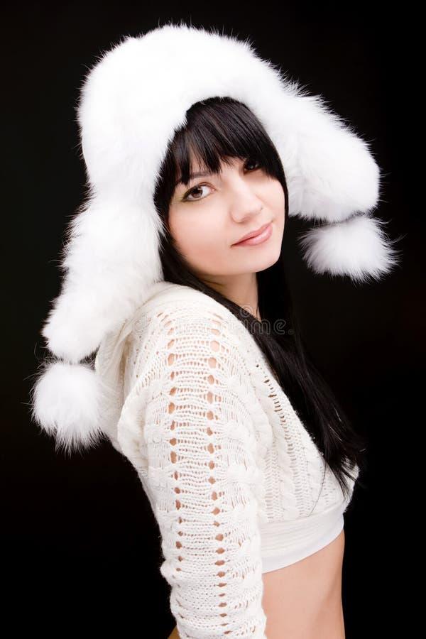 Portrait der Frau mit Winterhut stockbild