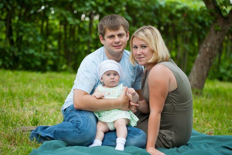 Portrait der glücklichen Familie lizenzfreie stockfotografie