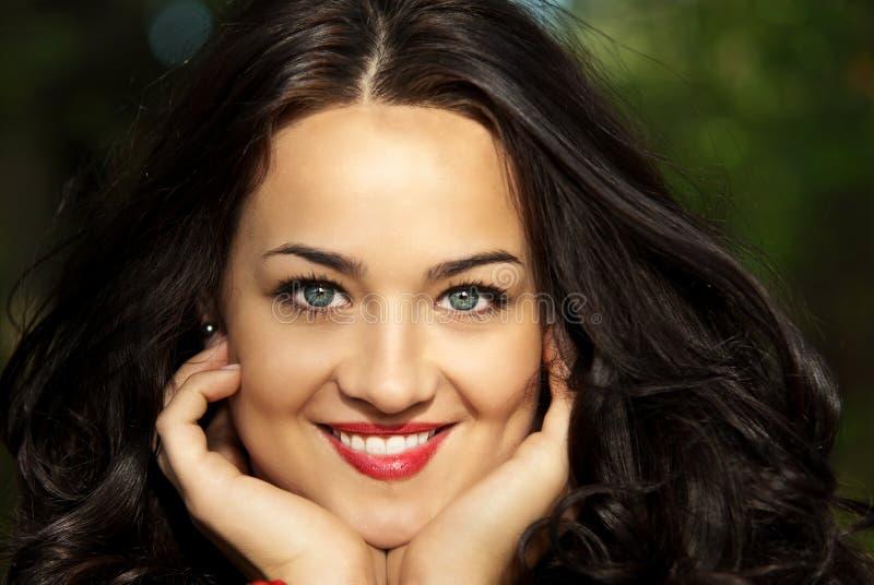 Portrait der glücklichen Frau stockfoto