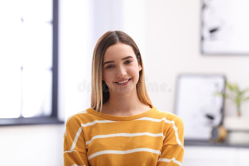 Portrait der glücklichen Jugendlichen lizenzfreie stockbilder