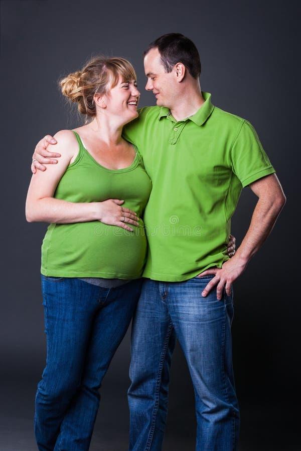 Download Portrait Der Glücklichen Jungen Familie Stockfoto - Bild von gesicht, schön: 26369472
