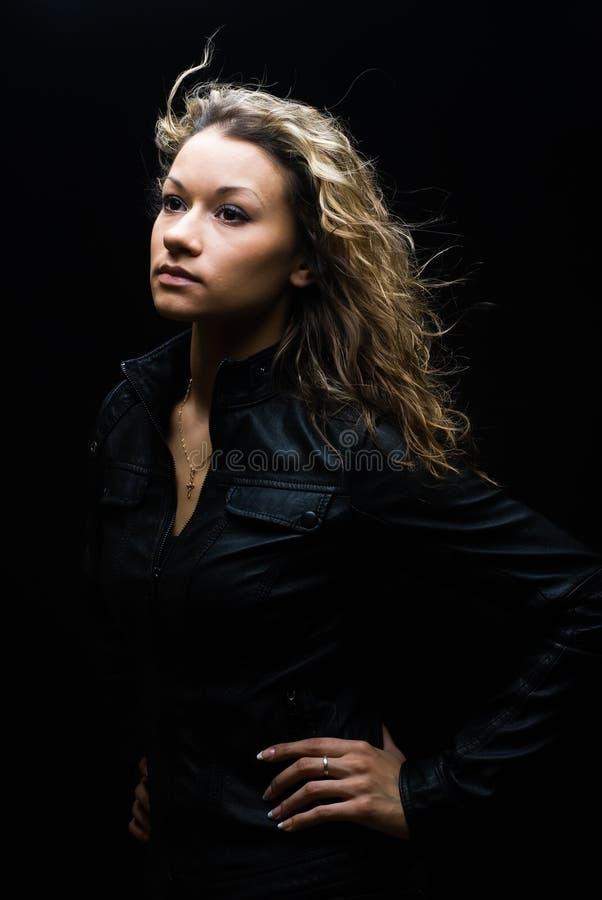 Portrait der hübschen Frau stockfoto
