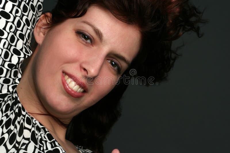 Portrait der jungen Brunettefrau lizenzfreies stockfoto