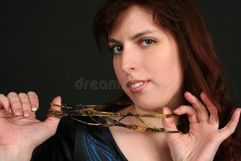 Portrait der jungen Brunettefrau stockfoto