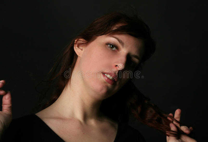 Portrait der jungen Brunettefrau stockbilder